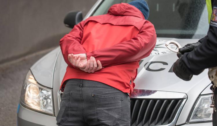 Cizinec vyhrožoval ženě z Jindřichohradecka, hrozí mu čtyři roky ve vězení