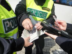 Pokuty za dopravní přestupky by mohly vzrůst až na 75 tisíc korun