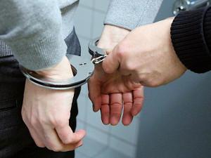 Zloděj chtěl po pracovnici směnárny peníze na nájem, ta se mu vysmála a zavolala policii
