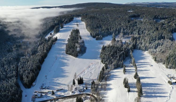 Rodiny s dětmi si naplno užívají lyžování v krásném prostředí Lyžařského areálu Zadov