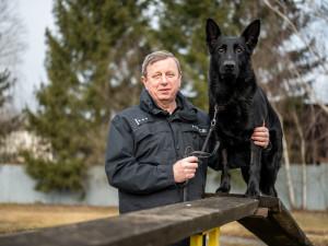 (NE)OBYČEJNÍ: Pes pozná, jestli hledá pohřešovaného nebo lumpa, říká bývalý policejní psovod Jiří Dupal