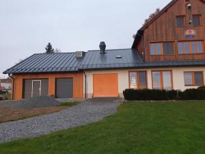 Lipenští vodní záchranáři si postavili v Dolní Vltavici loděnici