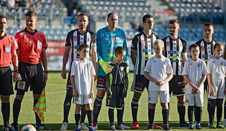 Ligová fotbalová asociace odložila profesionální soutěže do odvolání, Dynamo si v neděli nezahraje
