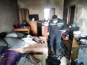 Hasiči museli kvůli požáru bytu evakuovat dvacet lidí. Nikdo naštěstí nebyl zraněn