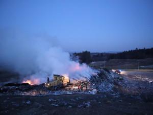 Na Písecku od rána hoří skládka odpadu, zasahují profesionální i dobrovolní hasiči
