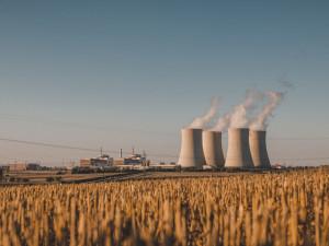 Jaderné elektrárny kvůli koronaviru snížily počet směn