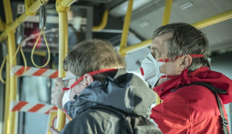 Koronavirem se na jihu Čech nakazilo dalších 11 lidí, první případ hlásí Jindřichohradecko