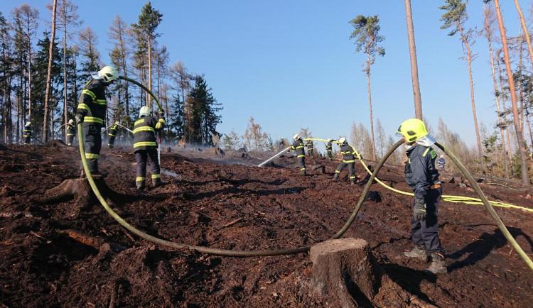 Hasiči mají plné ruce práce s požáry, většinou za nimi stojí lidská neopatrnost