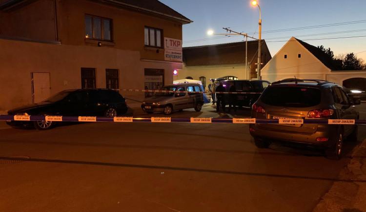 Muž na Lidické ničil majetek. Po příjezdu policistů zkolaboval a zemřel
