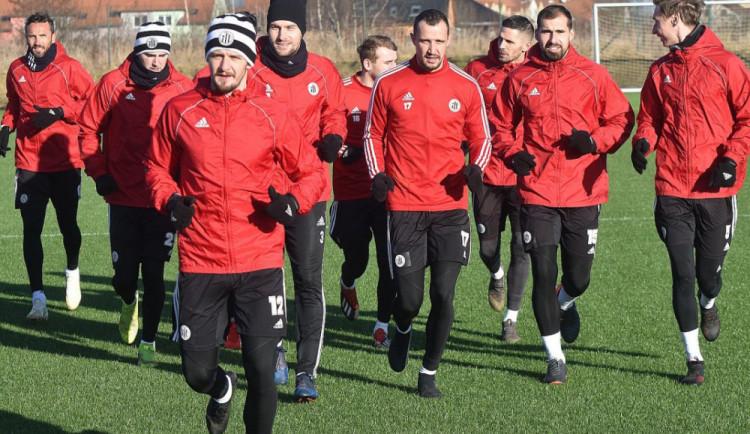 Fotbalisté Dynama začnou opět naplno trénovat, možnost dohrát sezónu pořád je