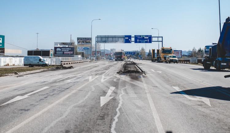 Most přes Dobrovodskou stoku je částečně průjezdný. Rekonstrukce jde do další fáze