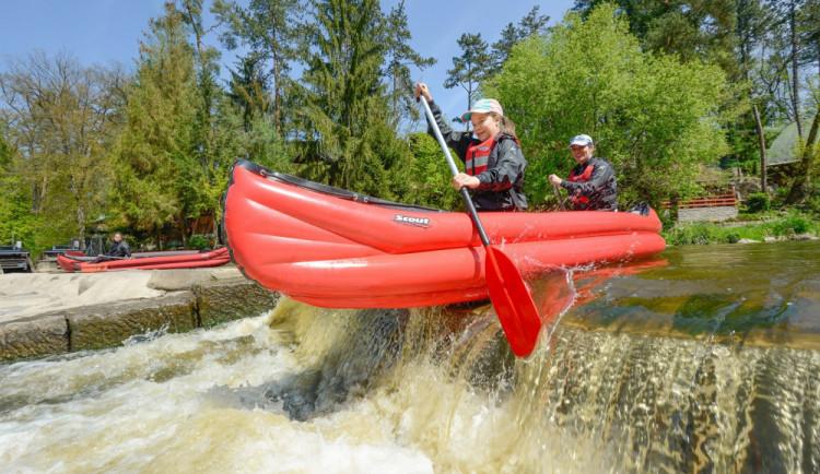Vodáci mohou na řeky s mírnými omezeními, neměli by mít roušky