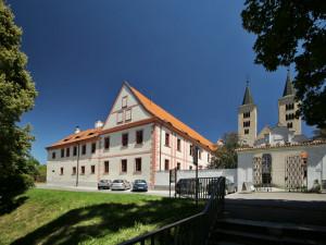 Archeologové objevili v milevském klášteře tajnou chodbu