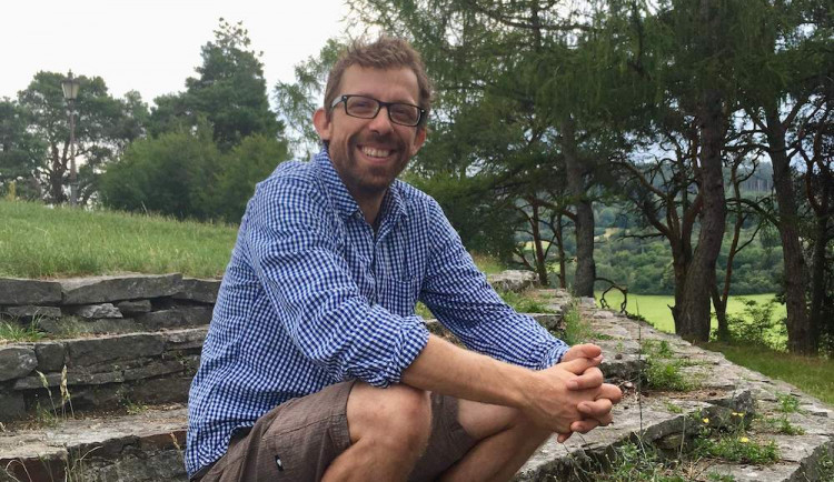(NE)OBYČEJNÍ: Uživatele drog už na ulici za ty roky poznám, říká Kamil Podzimek z Jihočeského streetwork Prevent