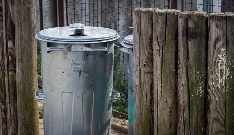 Dačice kvůli koronaviru odpustí obyvatelům poplatky za popelnice