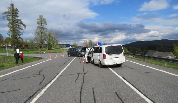 Způsobil nehodu dvou aut a z místa odjel, policie pátrá po neznámém řidiči