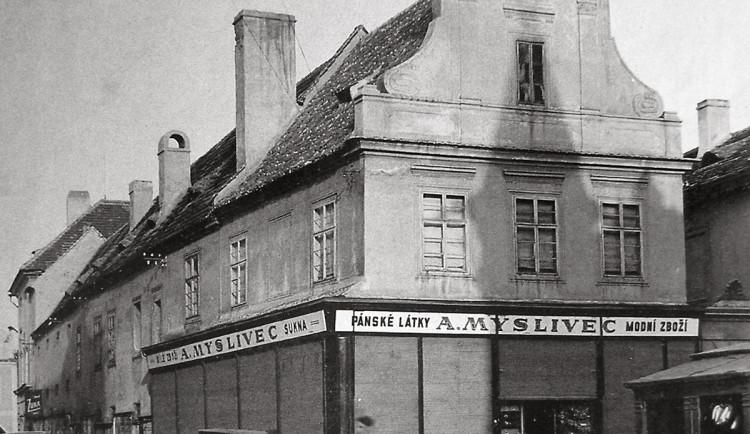 DRBNA HISTORIČKA: Na Ovocném trhu stála dřív kašna. Dnes je prostor prázdný