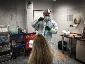 Strakoničtí vojáci testují lidi na koronavir, nejčastěji v domovech pro seniory