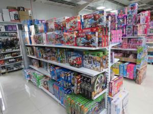 Celníci zabavili neoznačené tabákové výrobky, hračky a elektroniku. Do akce se zapojil i služební pes