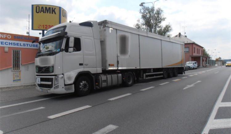 Náklaďák převážel z Itálie 24 tun odpadu, jeho cesta skončila na Českokrumlovsku