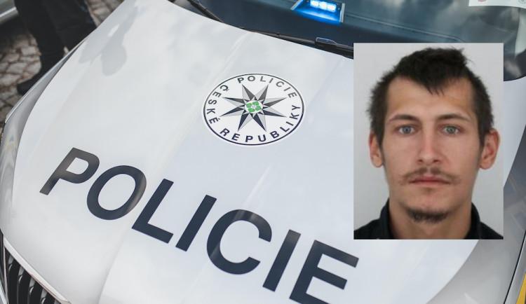 Policie pátrá po Petru Gladicsovi. Jeho havarované auto bylo nalezeno u Majdaleny