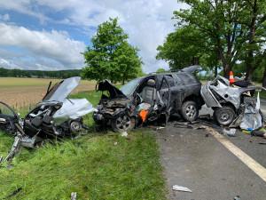 Při tragické dopravní nehodě na Českobudějovicku zemřel člověk. Auto se po nárazu rozpůlilo