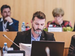 Starostové a Nezávislí jdou do voleb samostatně. Hnutí povede Švec