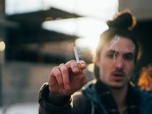 Kuřáků podle výzkumu ubývá, kouří čtvrtina lidí nad 15 let