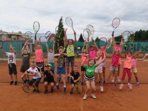 Oblíbené letní dětské tenisové kempy budějckého klubu LTC se uskuteční i letos. Vhodné jsou také pro začátečníky