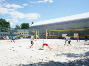Na Vltavě se bude hrát volejbal pro Bazalku. Na hřiště nastoupí i tým Drbny