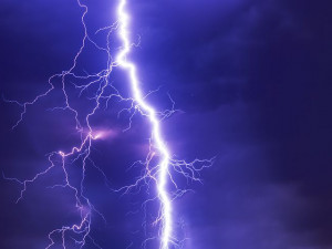 V neděli zasáhnou Česko silné bouřky