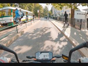 Vznikají nové video pomůcky a animace sloužící pro odhalování rizik při jízdě na motocyklu v silničním provozu