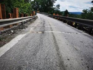 Silnice I/3 u Netřebic bude dva dny neprůjezdná, uvolnil se svah