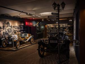 Amerika na dotek ruky. Muzeum Veteránů v Nové Bystřici nabízí unikátní sbírku luxusních vozů