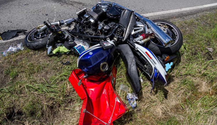Při nehodě na Táborsku se těžce zranil motorkář, do nemocnice ho transportoval vrtulník