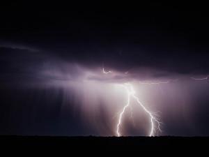 Vysoké teploty a silné bouřky, meteorologové vydali výstrahu
