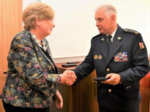 Ředitel hasičů ocenil hejtmanku medailí za řízení krizového štábu v době koronavirové pandemie