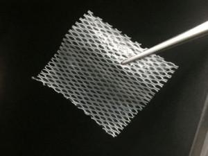 Čeští vědci vyvinuli unikátní náplast, která pacientům pomůže zahojit chronické rány