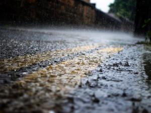 Na jih Čech dorazí silné bouřky, doprovázet je budou přívalové deště