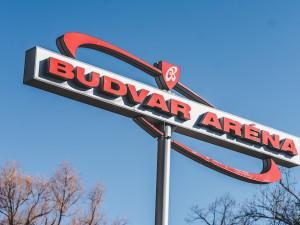 Na zimáku se bude točit oficiální pivo extraligy, Budvar si lidé dají před stadionem