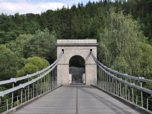 Kraj začne po prázdninách opravovat Stádlecký most. Dřevo se dovezlo až z Chorvatska