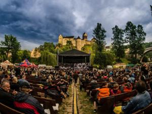 SOUTĚŽ: Vyhrajte vstupenky na jeden ze tří prvotřídních koncertů pod hradem Loket