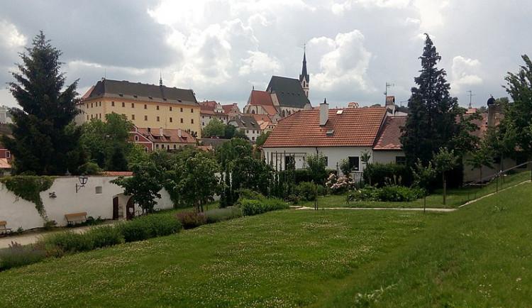 SOUTĚŽ: V krumlovské Klášterní zahradě zahraje Beata Hlavenková a Kapela snů