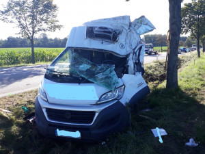 U Vodňan došlo k vážné dopravní nehodě. Řidič dodávky zůstal ve voze zaklíněný