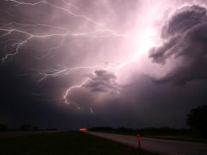 Vysoké teploty, silné bouřky a vydatné deště. Meteorologové vydali další výstrahy