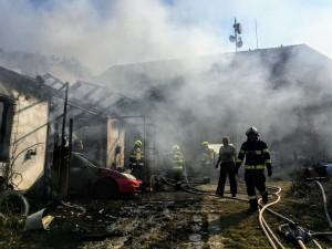 Požár autodílny způsobil škodu za dva miliony korun