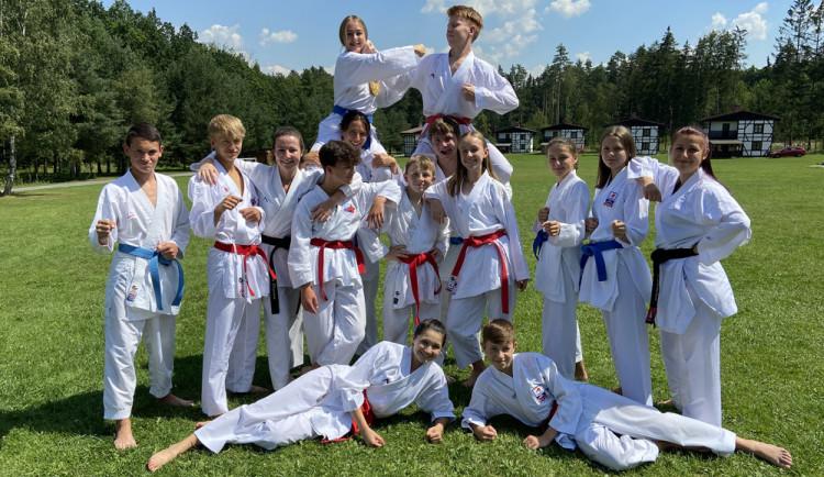 Karatisté z TJ Karate České Budějovice si užívají letní soustředění. Po návratu začnou připravovat nábory na novou sezónu
