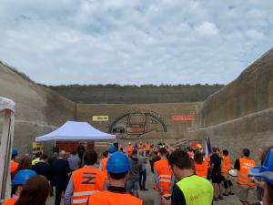 VIDEO: Správa železnic začala budovat druhý tunel na trati Sudoměřice – Votice. Po kompletním dokončení bude cesta do Prahy trvat hodinu a půl