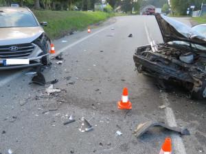 Řidička přejela do protisměru a narazila do osobáku, pět lidí se zranilo