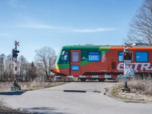 Ohlašovací povinnost strojvedoucích vlaky zpožďuje minimálně